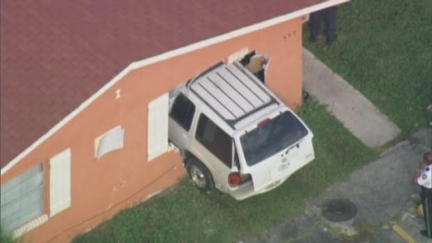 [MI] RAW VIDEO: Vehicle Slams Into Pompano Beach Home