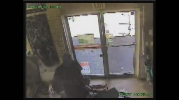 [MI] Surveillance Video of Pawn Shop Robbery