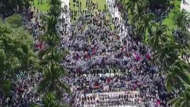 [MI] Thousands March on Miami Beach