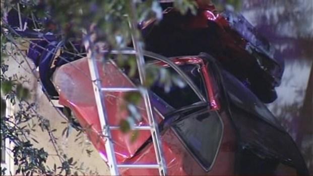 [MI] RAW VIDEO: Car Crashes Into North Miami Beach Nursing Home