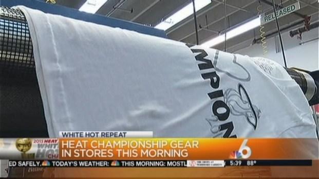 [MI] Fans Buy Miami Heat Championship Merchandise