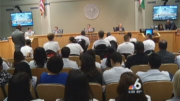 [MI] Huge Crowd for Debate About Red Light Cameras in Miami