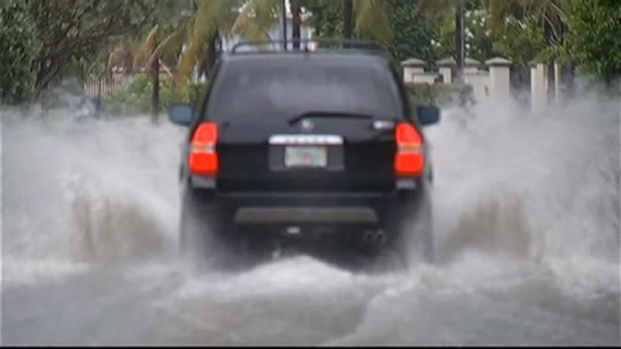 [MI] Streets Flooded in Miami Beach From Wednesday Showers