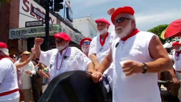 [MI] Hemingway Look-Alikes Run With 'Bulls' in Key West