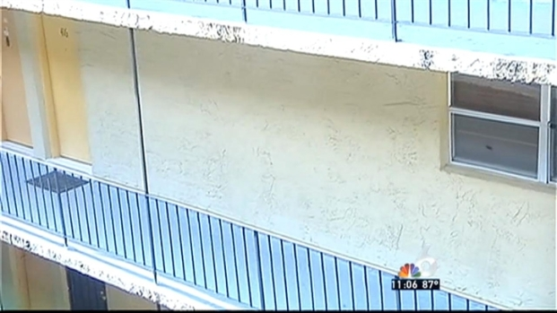 [MI] Neighbors Leave Memorials and Recover After Deadly Hialeah Shooting