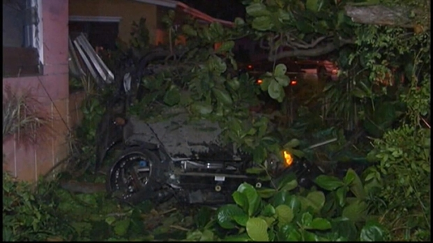[MI] Car Crashes Into Miami Home During Police Pursuit