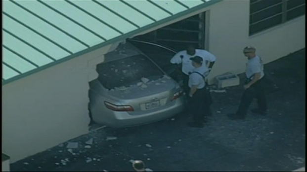 [MI] RAW VIDEO: Car Crashes Into North Miami Beach Building