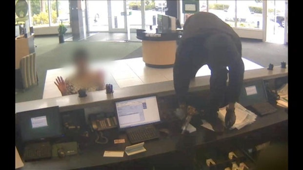 [MI] Pembroke Pines Bank Robbery Caught on Video