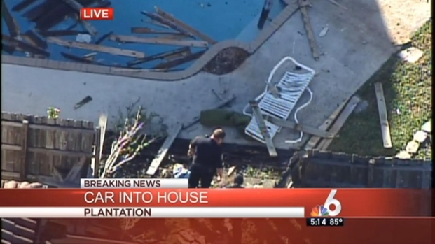 [MI] Car Hit Fence and Sunbather in Plantation: Authorities