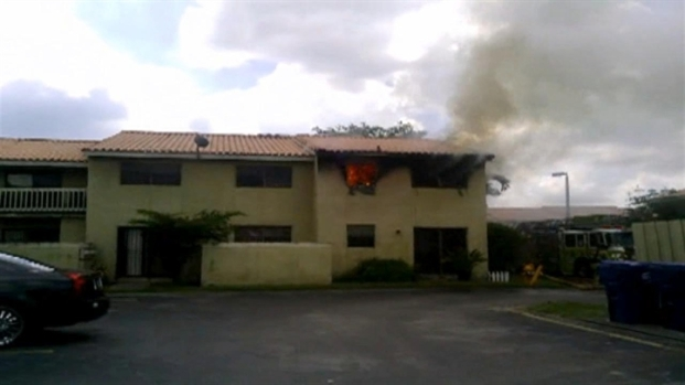 [MI] RAW VIDEO: Fire Consumes West Kendall Apartment