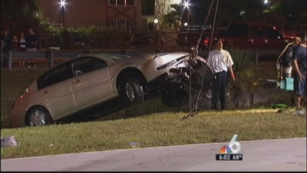 [MI] Driver Taken to Hospital after Car Goes into Hialeah Canal