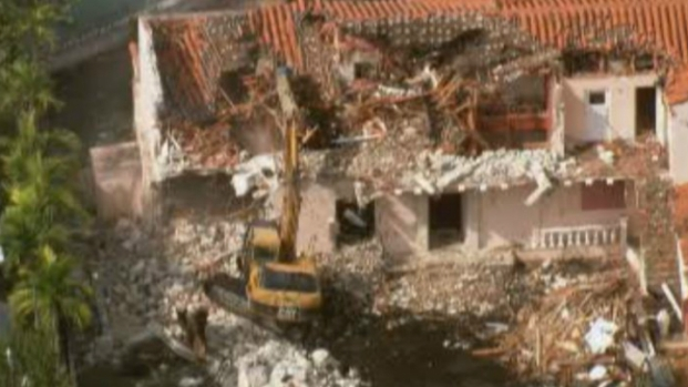 [MI] Raw Footage: Miami Beach Demolition Zone Where Hive Was Found