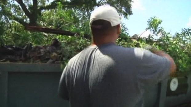 [MI] Miami Cops Help Vietnam Veteran Rebuild Home