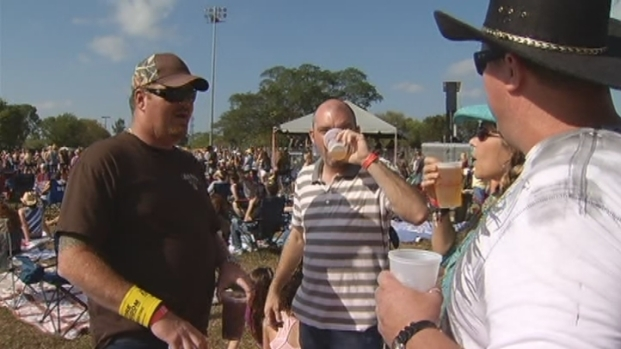 [MI] Raw Footage: Kiss Country Chili Cookoff Draws Country Music Fans