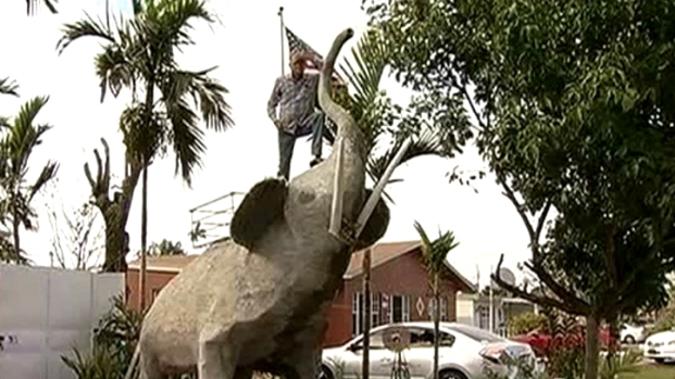 [MI] Man Puts Giant Elephant Structure Outside Home in Southwest Miami-Dade