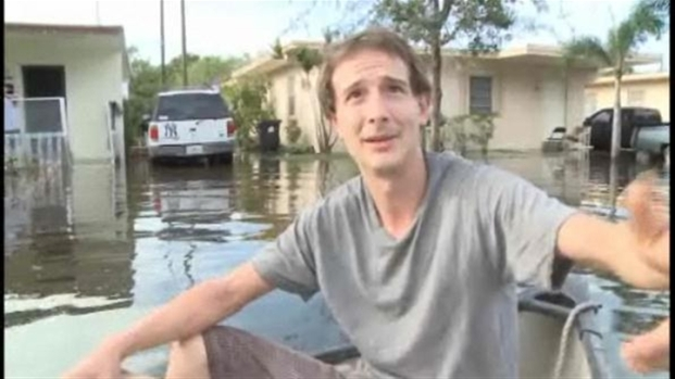 [MI] Man Uses Canoe to Get Around Fort Lauderdale