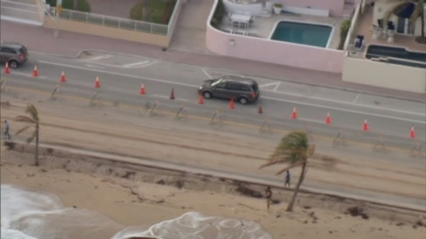 [MI] Raw Video: Low Pressure System Causes Damage to Fort Lauderdale Beach: Officials
