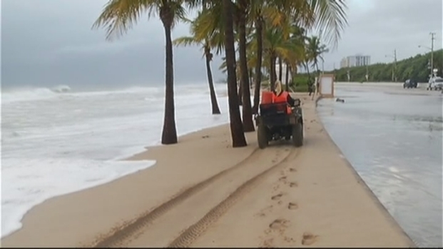 [MI] RAW VIDEO: Flooding at Fort Lauderdale Beach From Hurricane Sandy