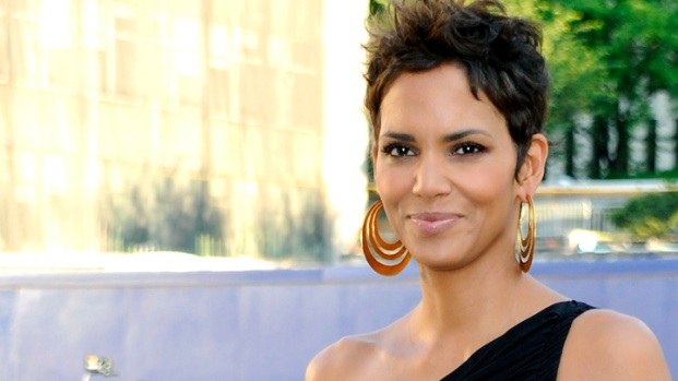 Halle Berry Unloading Canadian Vacation House