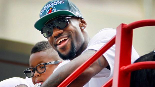 [MI] LeBron James Waves To Fans During Heat Parade