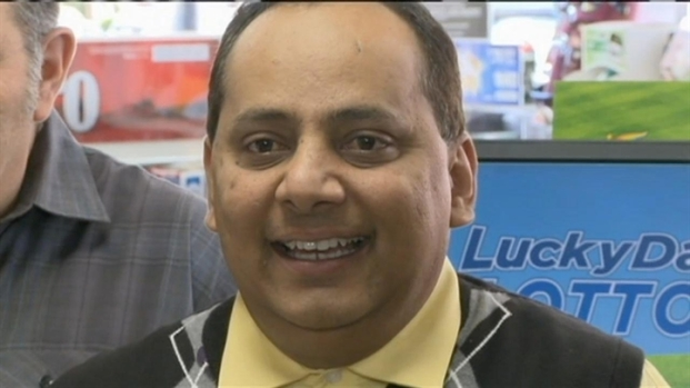 [CHI] Raw: Poisoned Lottery Winner Receives Check