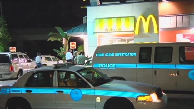 [MI] RAW VIDEO: Miami Police at Scene of McDonald's Robbery