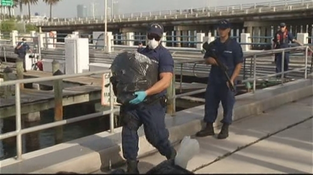 [MI] RAW VIDEO: Coast Guard Offloads $19 Million in Cocaine in Miami Beach