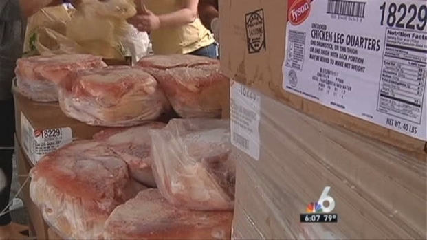 [MI] Food Given to Families in Need During Sweetwater Event
