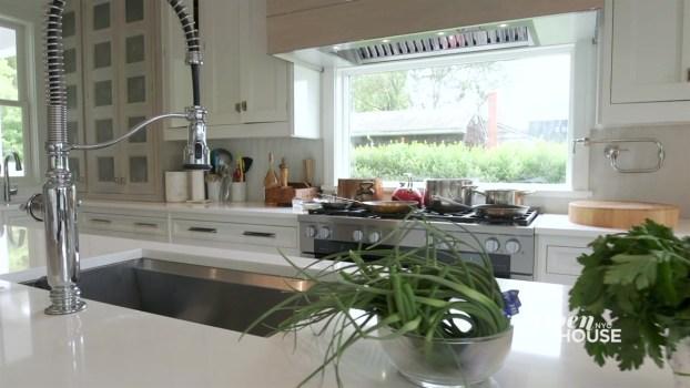 Alex Guarnaschelli's Bright and Relaxing Bridgehampton Home