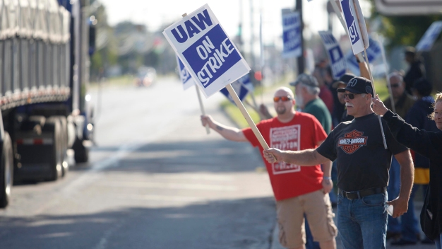 Striking Workers Question Whether UAW Leaders Can Be Trusted
