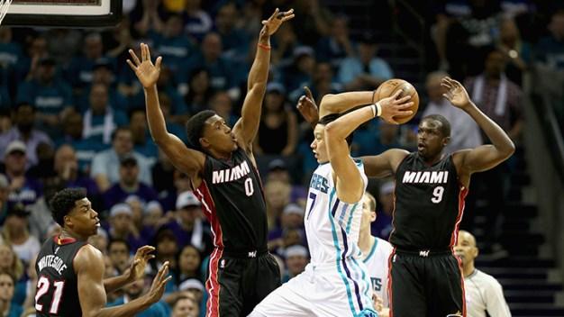 Hornets Take Advantage of Sloppy Heat to Tie Series