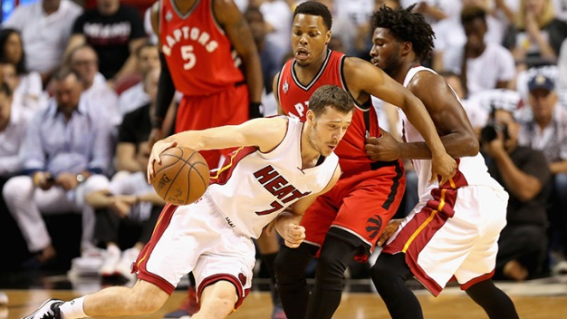 Dragic's 30 Points Help Heat Stay Alive