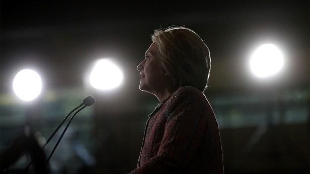 Clinton Leads Trump by 5 Ahead of 1st Debate: Poll