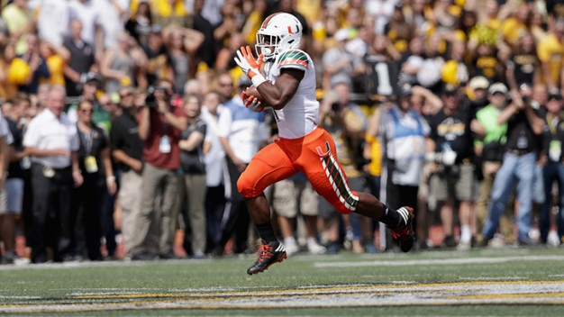 Hurricanes Stay Perfect With Victory Over Mountaineers