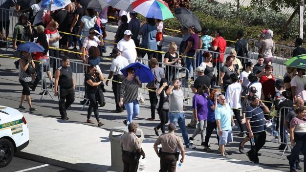 Massive Lines as Thousands Seek Irma Food Assistance
