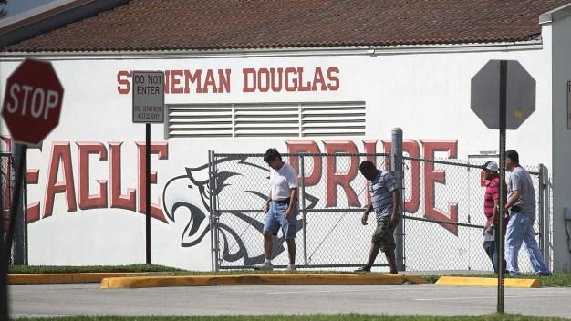 MLB Players Honor Florida Shooting Victims, Wear School Hats