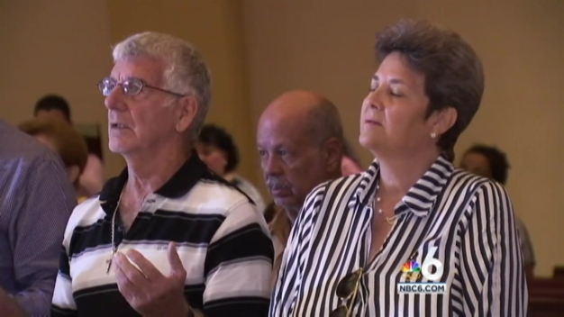 Mass Held for Cuban Migrants in Federal Custody