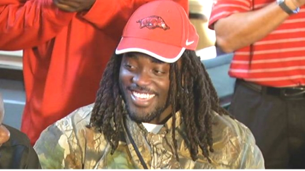 College Football Prospect Alex Collins Signs With Arkansas}
