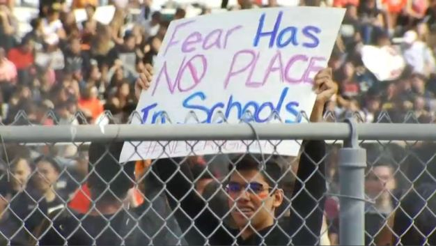 Thousands of Fla. Students Walkout to Protest Gun Violence