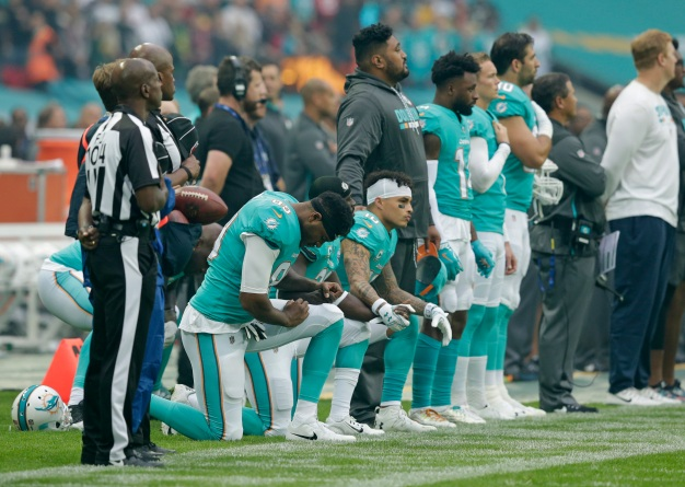 3 Dolphins Players Kneel During Anthem at Wembley Stadium