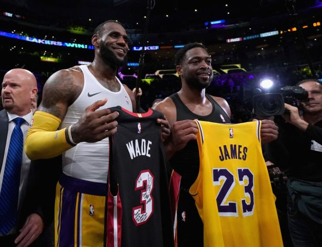 LeBron's Lakers Edge Wade's Heat in Final Meeting