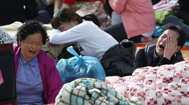 Families Wait in Agony as Korean Ferry Death Toll Rises
