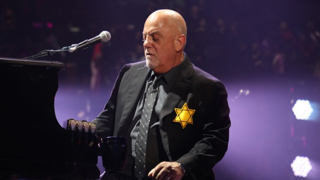 Billy Joel Performs Wearing Star of David at NYC Show
