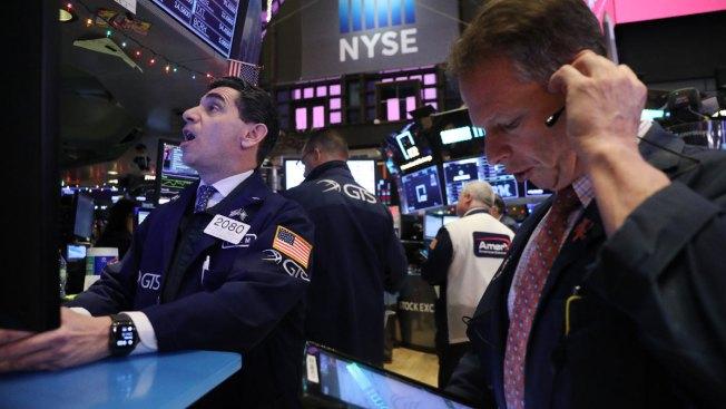 Dow Sinks Another 464 Points as Slowdown Fears Worsen