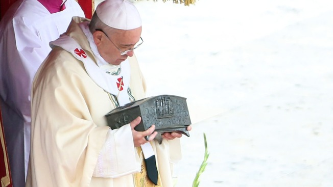 Pope Unveils Bone Fragments Said to Be St. Peter's