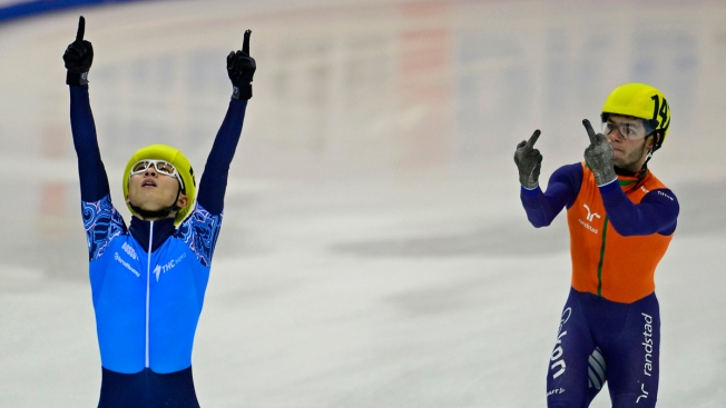 Dutch Speed Skater Flips the Bird After Losing Race