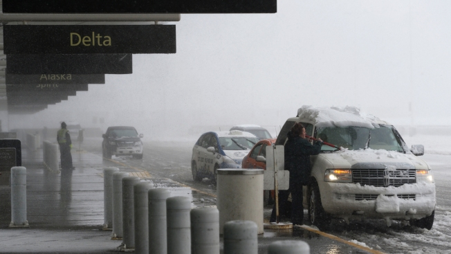 Snow storm shuts down Denver's airport
