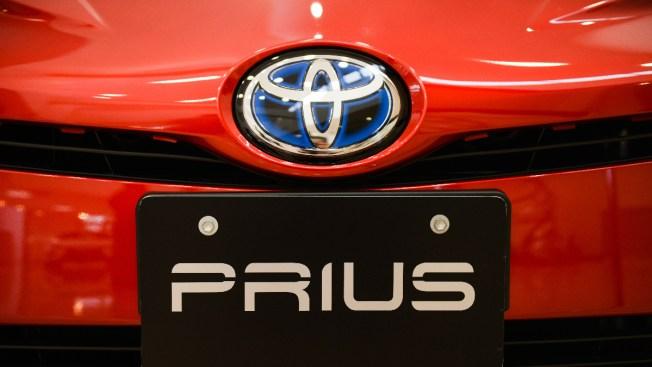 Toyota to Recall 2.4 Million Hybrid Cars Worldwide for Stalling Risk