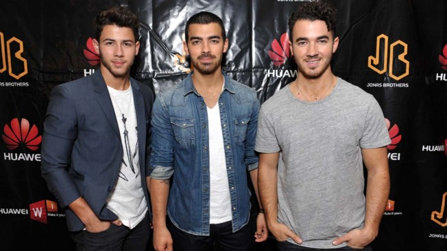 """Jonas Brothers Announce Breakup: """"It Was a Unanimous Decision"""""""