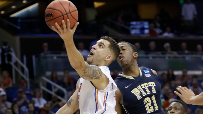 No. 1 Seed Florida Tops Pitt 61-45, Makes Sweet 16